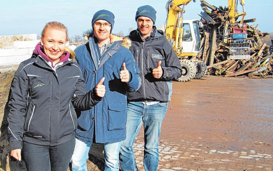Jenny Schäckermann, Joscha Wagenhals und Gunnar Müller (re.) starten mit Fehmarn Recycling in den Frühling.