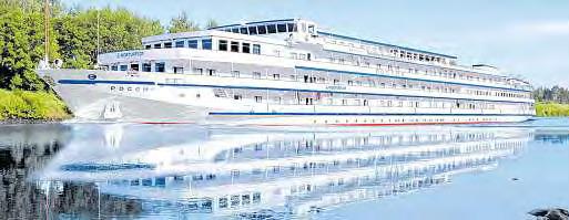 Elegant und stilvoll gleitet die strahlend weiße ROSSIA über Russlands Wasserwege. FOTOS: VA, SYNTHETICMESSIAH / FOTOLIA