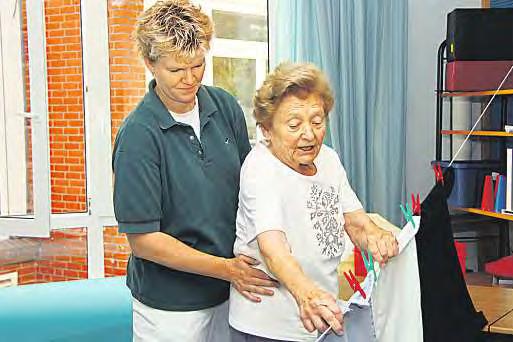 Nach einer Erkrankung müssen Techniken zur Bewältigung des Alltags oft neu erlernt werden. Die Altersmediziner helfen dabei.