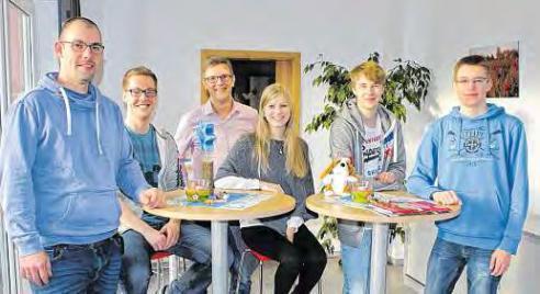 Kevin Stürholdt, Thomas Armoneit, Geschäftsführer Jürgen Wilcken, Emily Boeck, Björn Gottschalk und Bennet Richter (v.li.). FOTO: PA