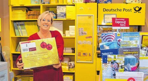 Daniela Baer leitet den Postshop im famila Markt in Sereetz.