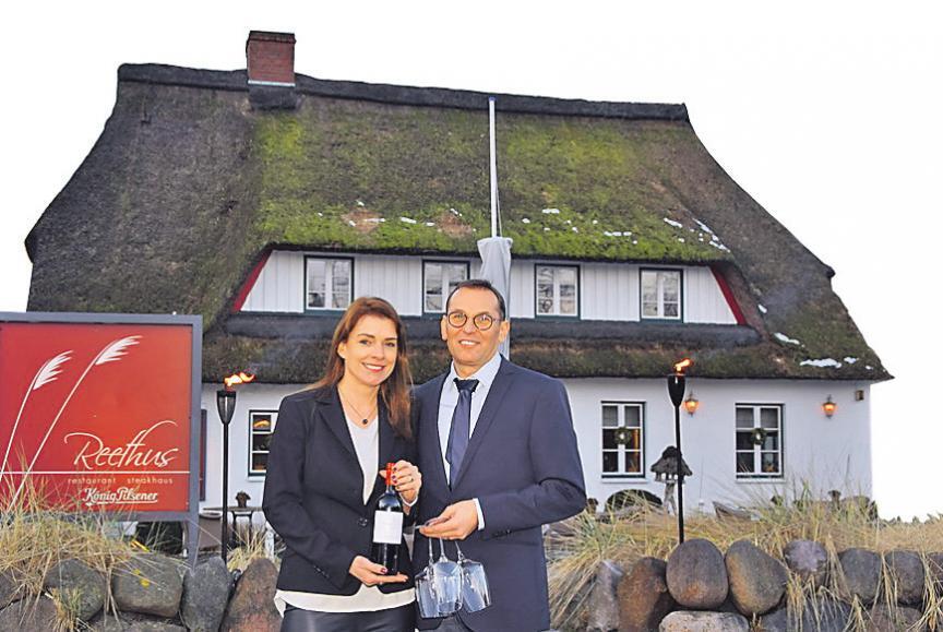 Die neuen Inhaber vom Reethus: Birgit Schultz und Hartmut Mai. FOTO: KG