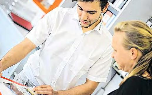 Direkter Kundenkontakt gehört zum Tagesgeschäft des angehenden Groß- und Außenhandelskaufmanns Ersin Cakircali.