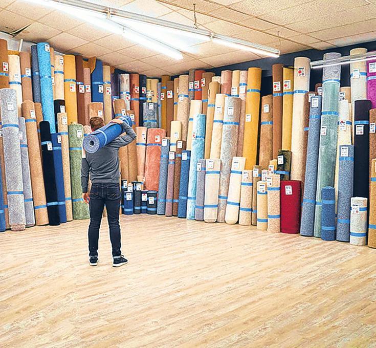 Bei Knutzen sind über 20 000 Quadratmeter an Teppichbodenresten und Sonderposten eingetroffen. FOTO: KNUTZEN
