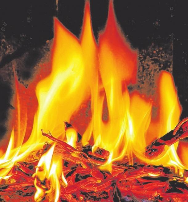 Feuer und Flamme stehen während der Kachelofentage im Fokus. FOTO: LIANEM/FOTOLIA