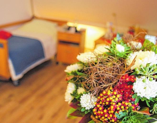Manchmal ist noch keiner der liebevoll eingerichteten Pflegeplätze im Seniorenzentrum notwendig – oft hilft schon Betreutes Wohnen mit Unterstützung durch den Pflegedienst.