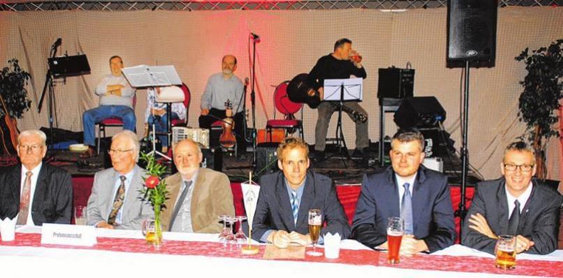 Die Mitglieder des Prüfungsausschusses der Oldenburger Kraftfahrzeug-Innung erläuterten die Prüfungsergebnisse.