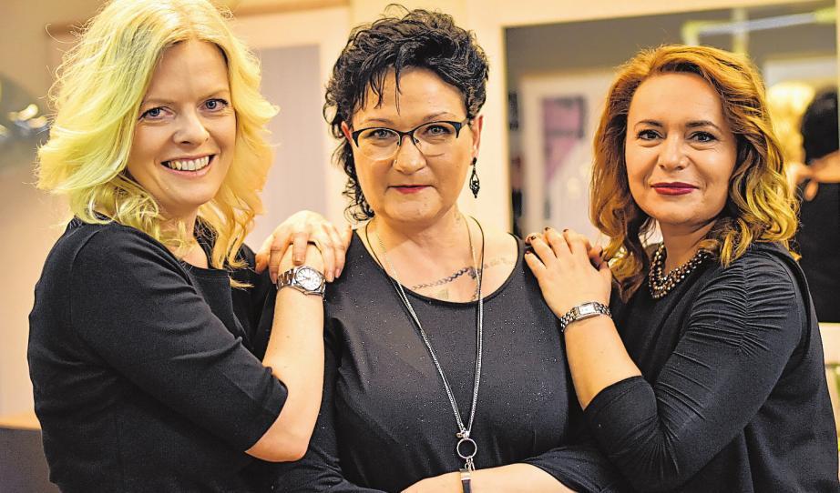 Im Salon kümmern sich Kristina Wald, Susanne Meyer und Brigitta Schneider (v. li.) um die Wünsche der Kunden.FOTO: HFR