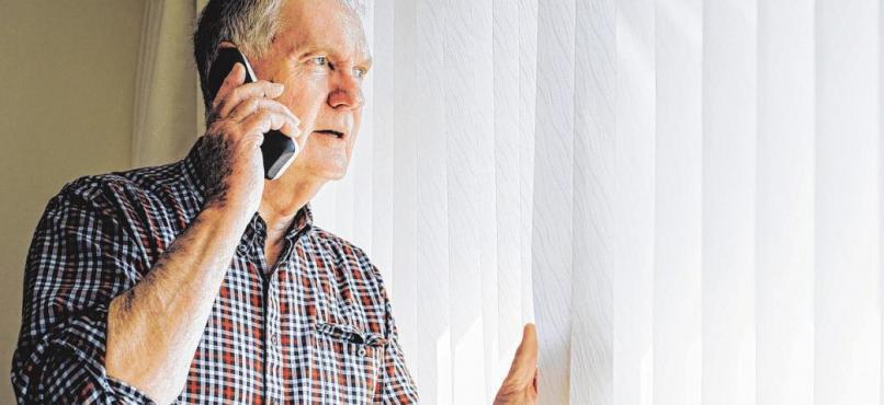 Vorsicht vor Trickbetrügern am Telefon.FOTO: DGLIMAGES / FOTOLIA