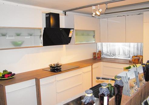 Zahlreiche Einrichtungsvorschläge bietet Küchen & mehr in Neustadt. FOTO: BG